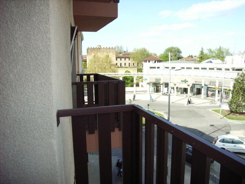 Appartement à louer 1 27m2 à Mont-de-Marsan vignette-1