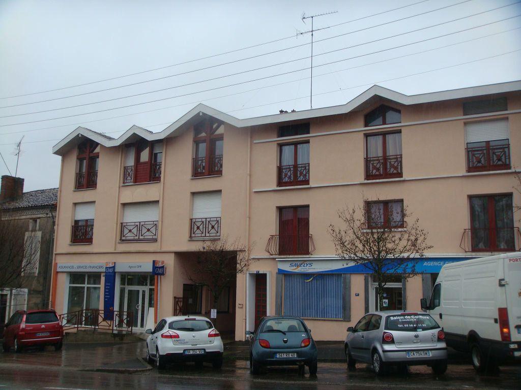 Appartement à louer 1 28m2 à Mont-de-Marsan vignette-1
