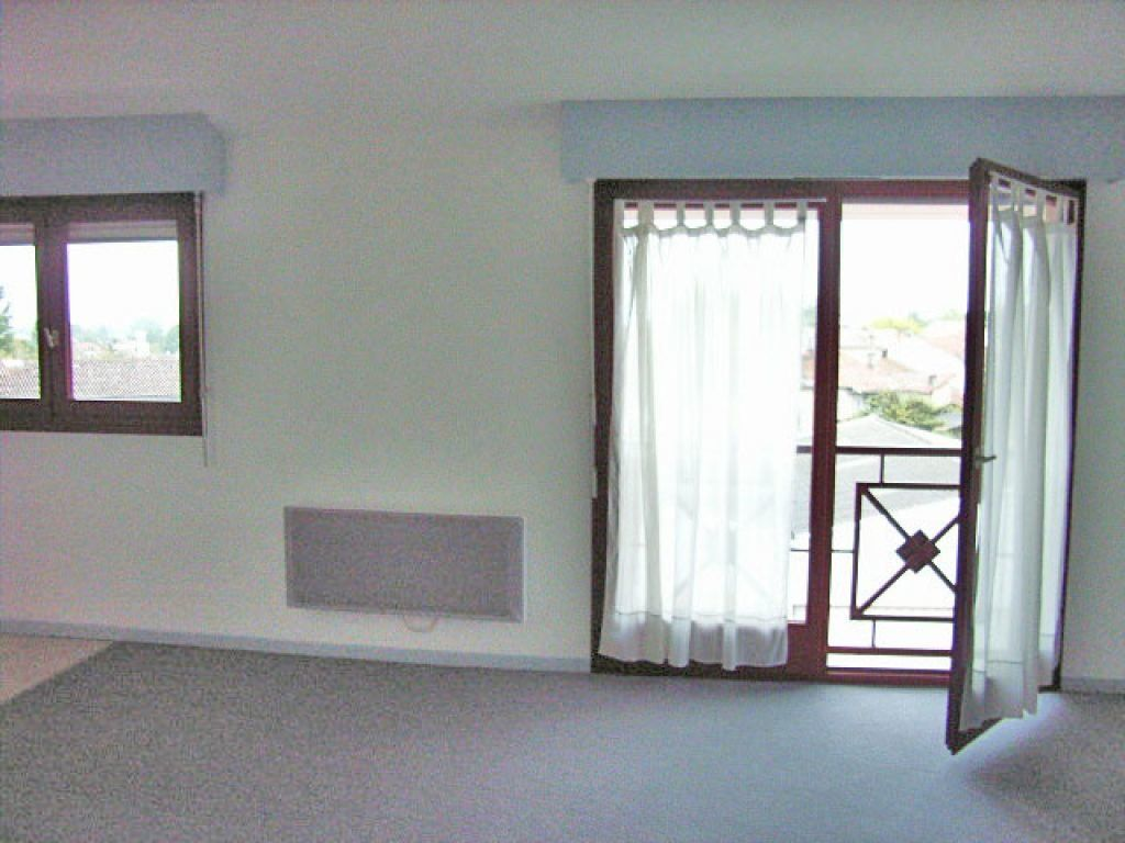 Appartement à louer 1 28m2 à Mont-de-Marsan vignette-2