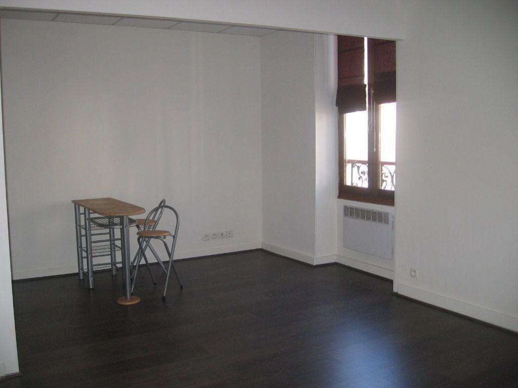 Appartement à louer 1 31m2 à Mont-de-Marsan vignette-1