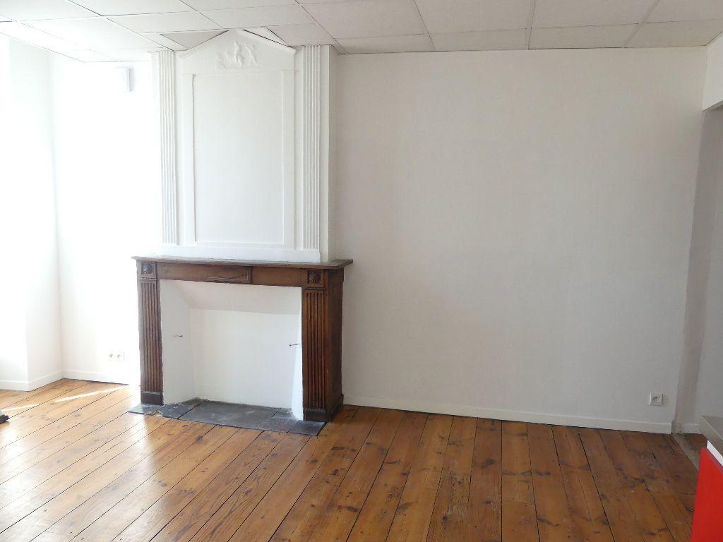 Appartement à louer 2 33.4m2 à Mont-de-Marsan vignette-1