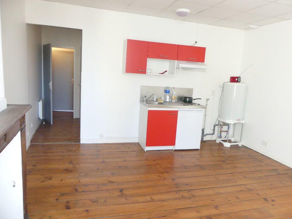Appartement à louer 2 33.4m2 à Mont-de-Marsan vignette-2