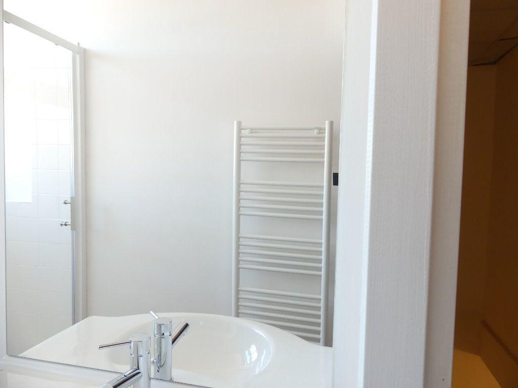 Appartement à louer 2 33.4m2 à Mont-de-Marsan vignette-4