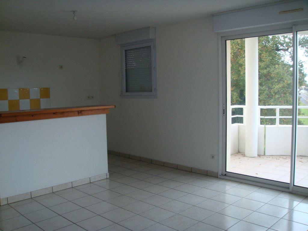 Appartement à louer 3 56m2 à Saint-Pierre-du-Mont vignette-2