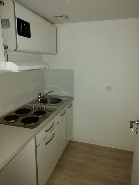 Appartement à louer 1 22m2 à Mont-de-Marsan vignette-1