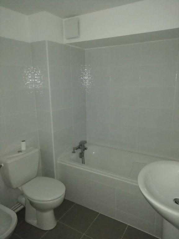 Appartement à louer 1 22m2 à Mont-de-Marsan vignette-3