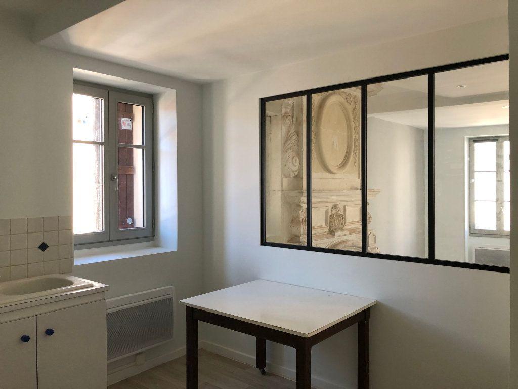 Appartement à louer 3 78m2 à Saint-Sever vignette-3