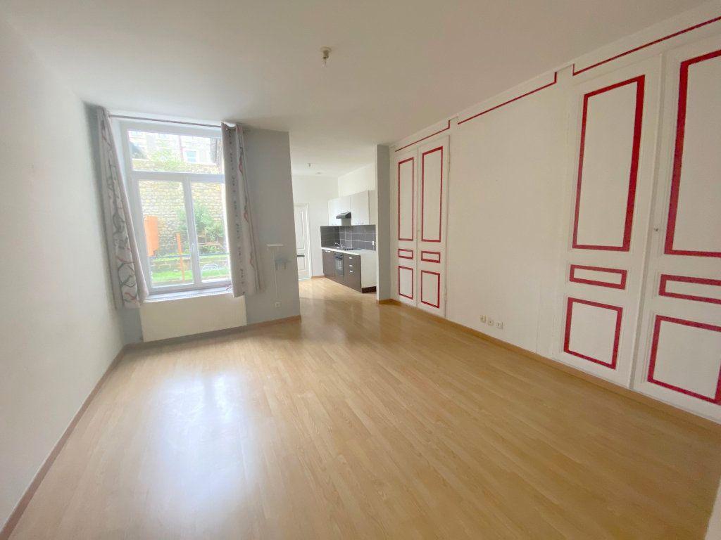 Appartement à louer 3 53m2 à Boulogne-sur-Mer vignette-2