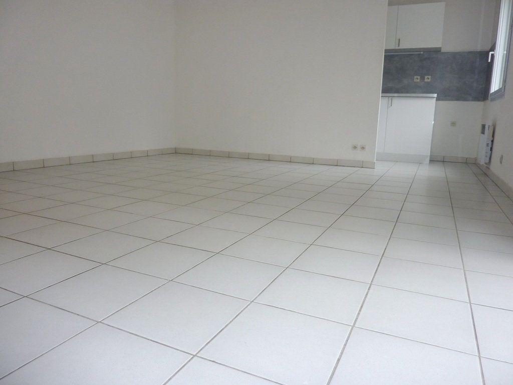 Appartement à louer 2 47.65m2 à Béziers vignette-2