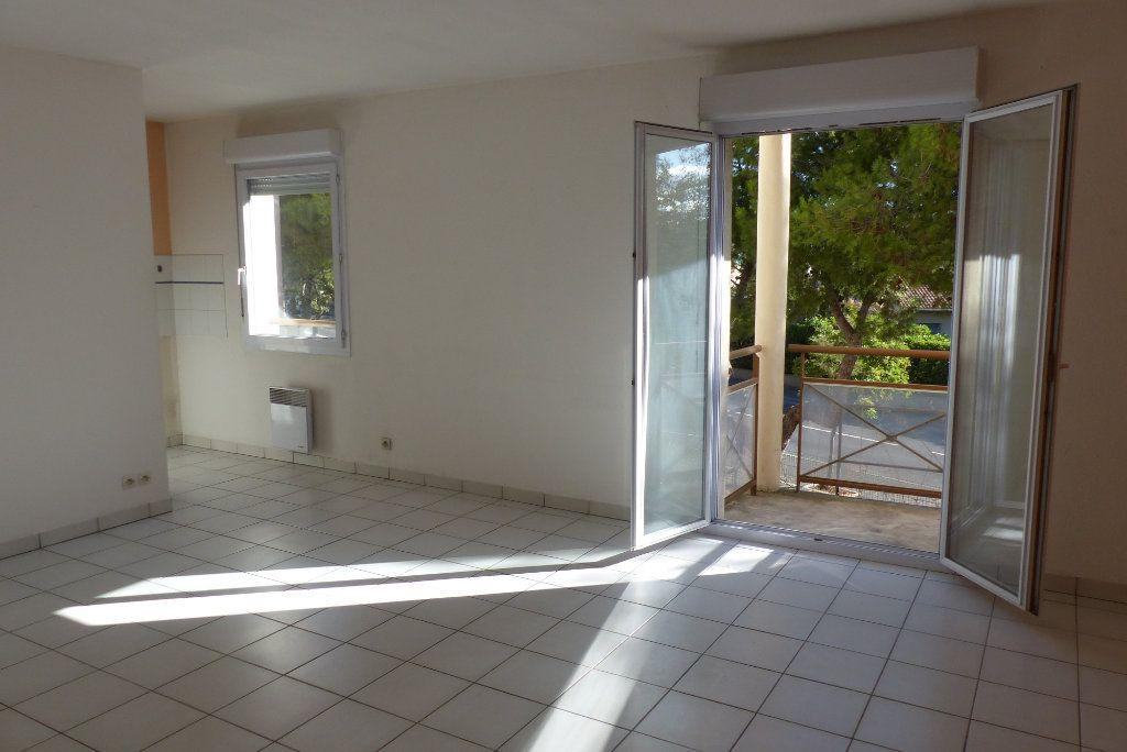 Appartement à louer 2 47.65m2 à Béziers vignette-3
