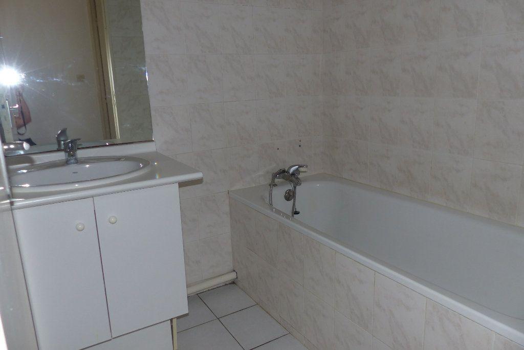 Appartement à louer 2 47.65m2 à Béziers vignette-5