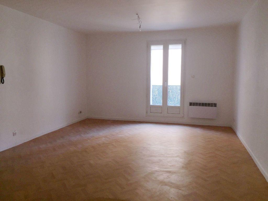 Appartement à louer 4 91.52m2 à Béziers vignette-2
