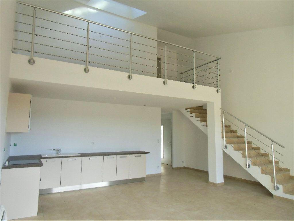 Maison à vendre 3 118m2 à Alignan-du-Vent vignette-1