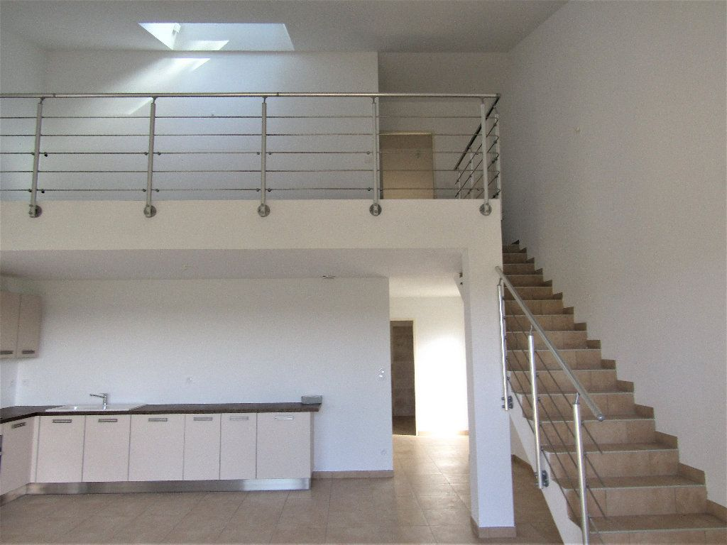 Maison à vendre 3 118m2 à Alignan-du-Vent vignette-2