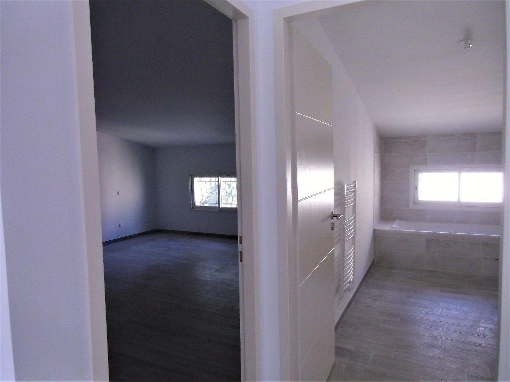 Maison à vendre 3 118m2 à Alignan-du-Vent vignette-3