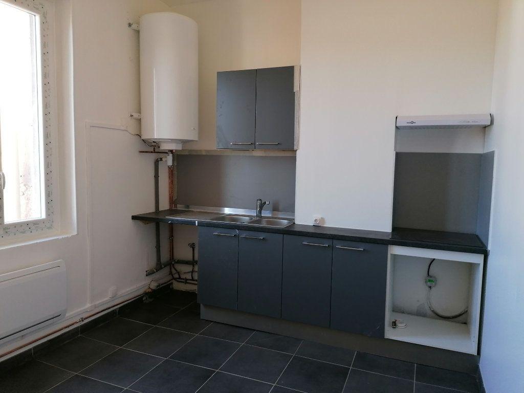 Appartement à louer 2 57m2 à Béziers vignette-1