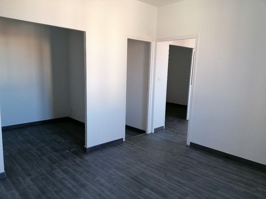 Appartement à louer 2 57m2 à Béziers vignette-3