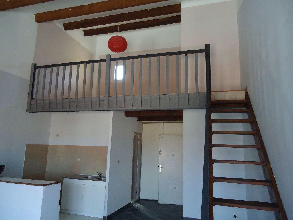 Appartement à louer 1 54.42m2 à Miramas vignette-2