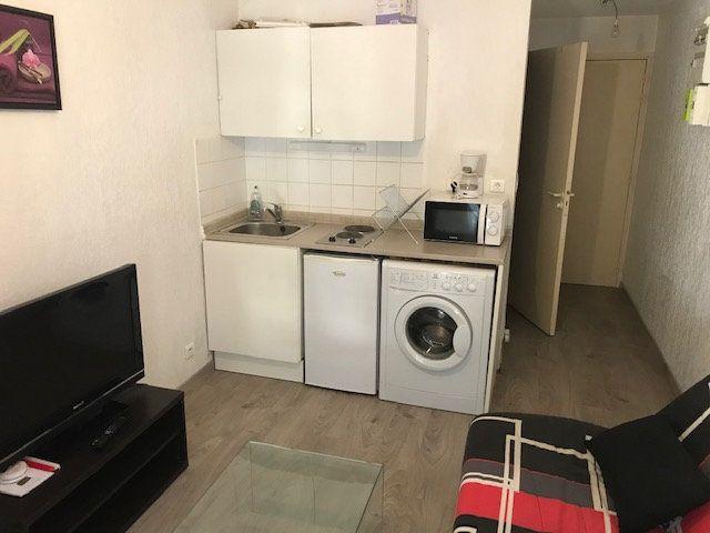 Appartement à louer 1 17m2 à Salon-de-Provence vignette-1