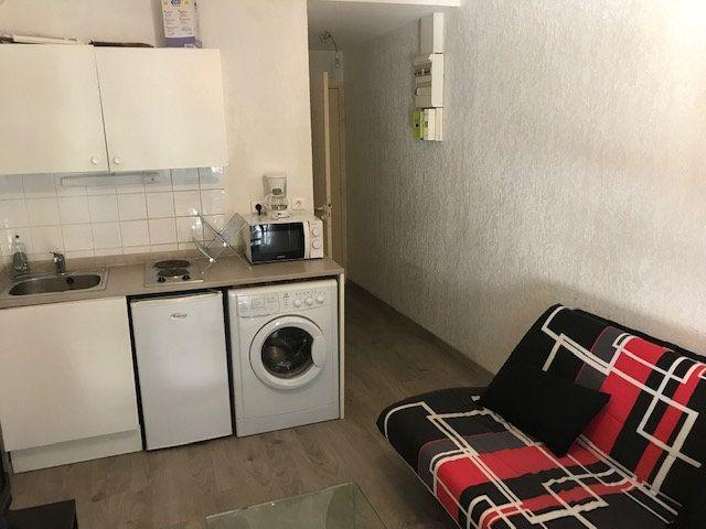 Appartement à louer 1 17m2 à Salon-de-Provence vignette-2