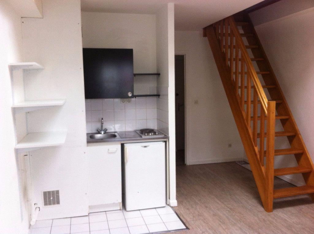 Appartement à louer 1 28.97m2 à Lille vignette-1
