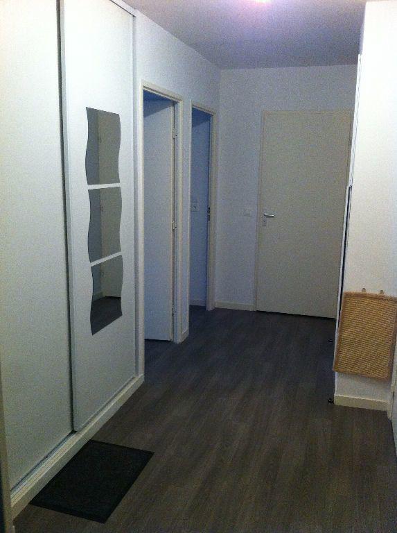 Appartement à louer 3 61.1m2 à Lille vignette-3