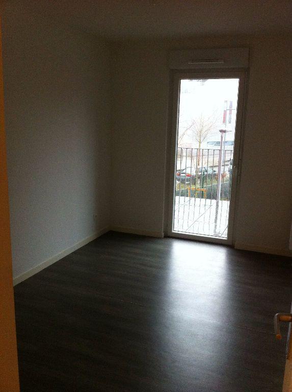 Appartement à louer 3 61.1m2 à Lille vignette-4