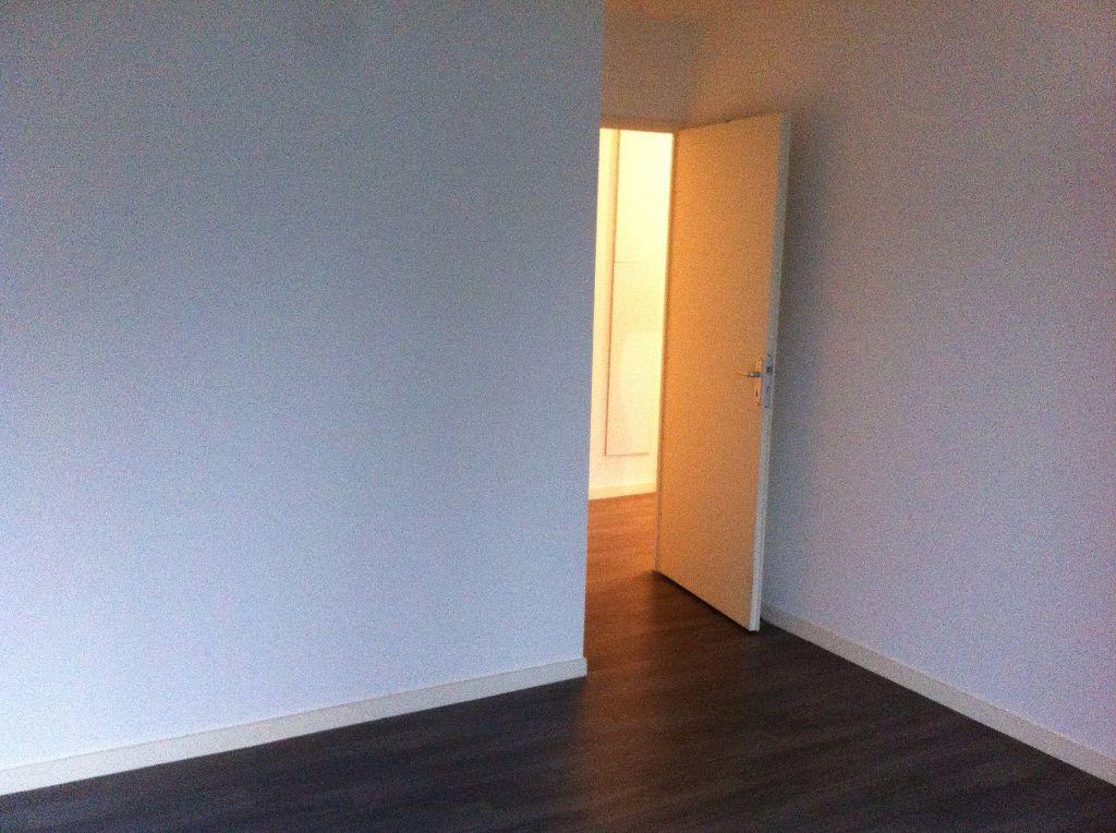 Appartement à louer 3 61.1m2 à Lille vignette-5