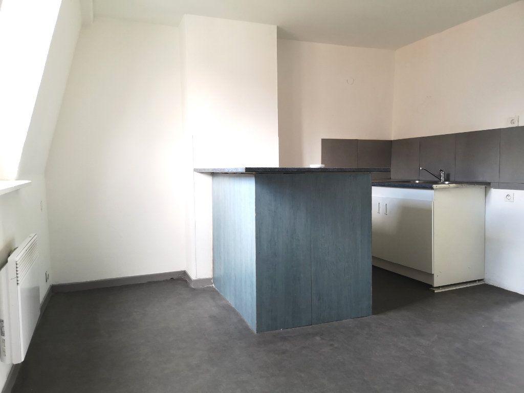 Appartement à louer 3 39.89m2 à Lille vignette-1