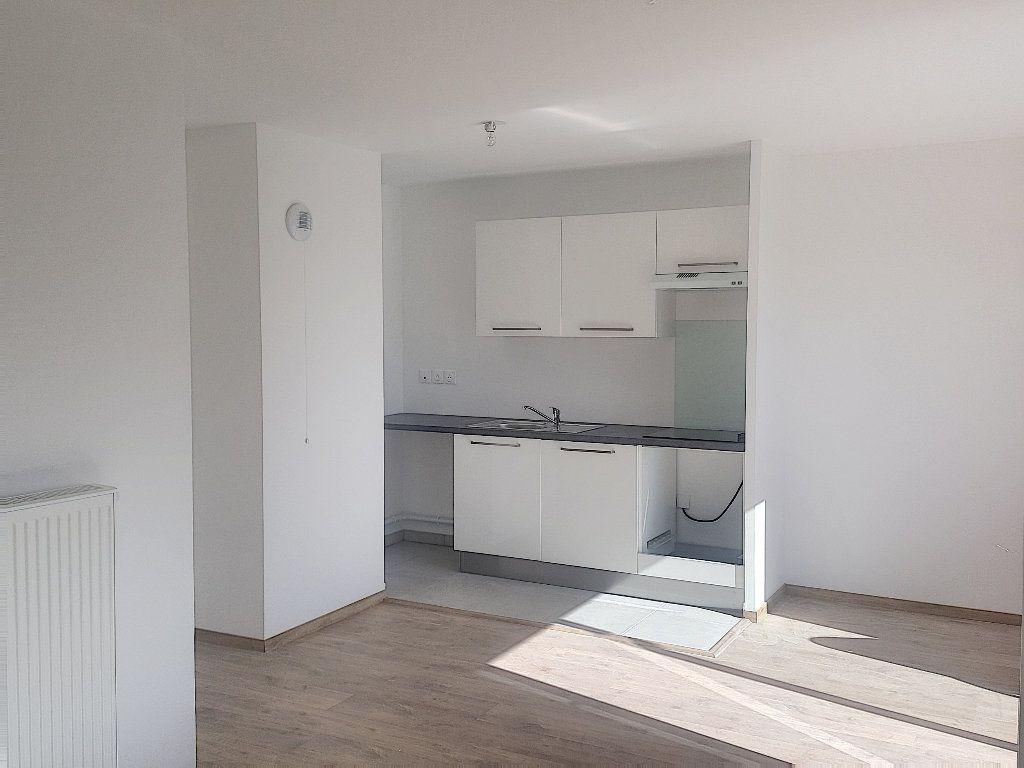 Appartement à louer 3 66.5m2 à Lille vignette-1