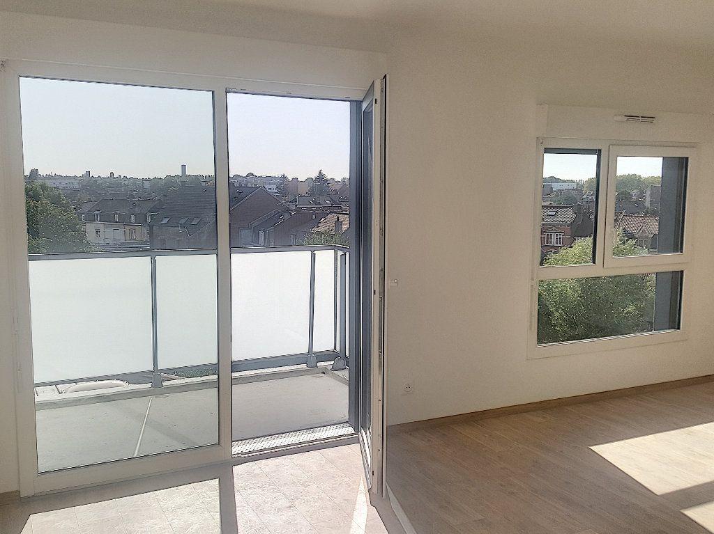 Appartement à louer 3 66.5m2 à Lille vignette-2