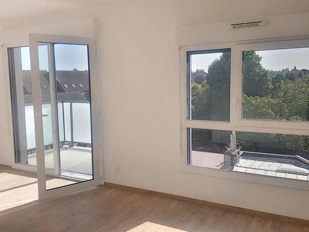 Appartement à louer 3 66.5m2 à Lille vignette-4