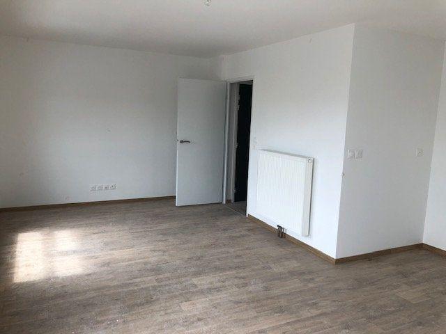 Appartement à louer 3 66.5m2 à Lille vignette-6
