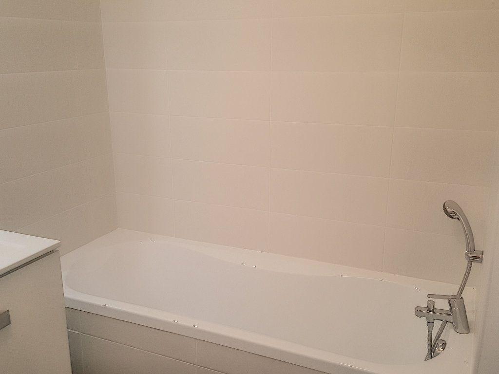 Appartement à louer 3 66.5m2 à Lille vignette-9