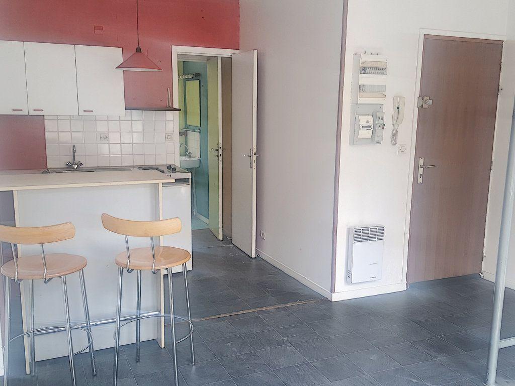 Appartement à louer 1 22.63m2 à Lille vignette-1