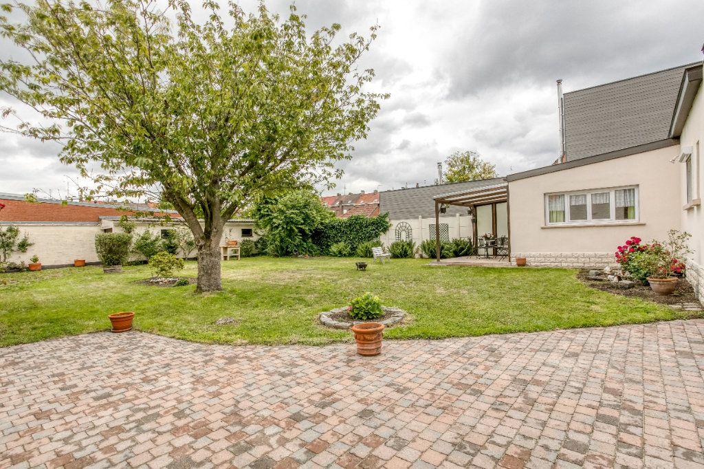 Maison à vendre 4 107.65m2 à Tourcoing vignette-1