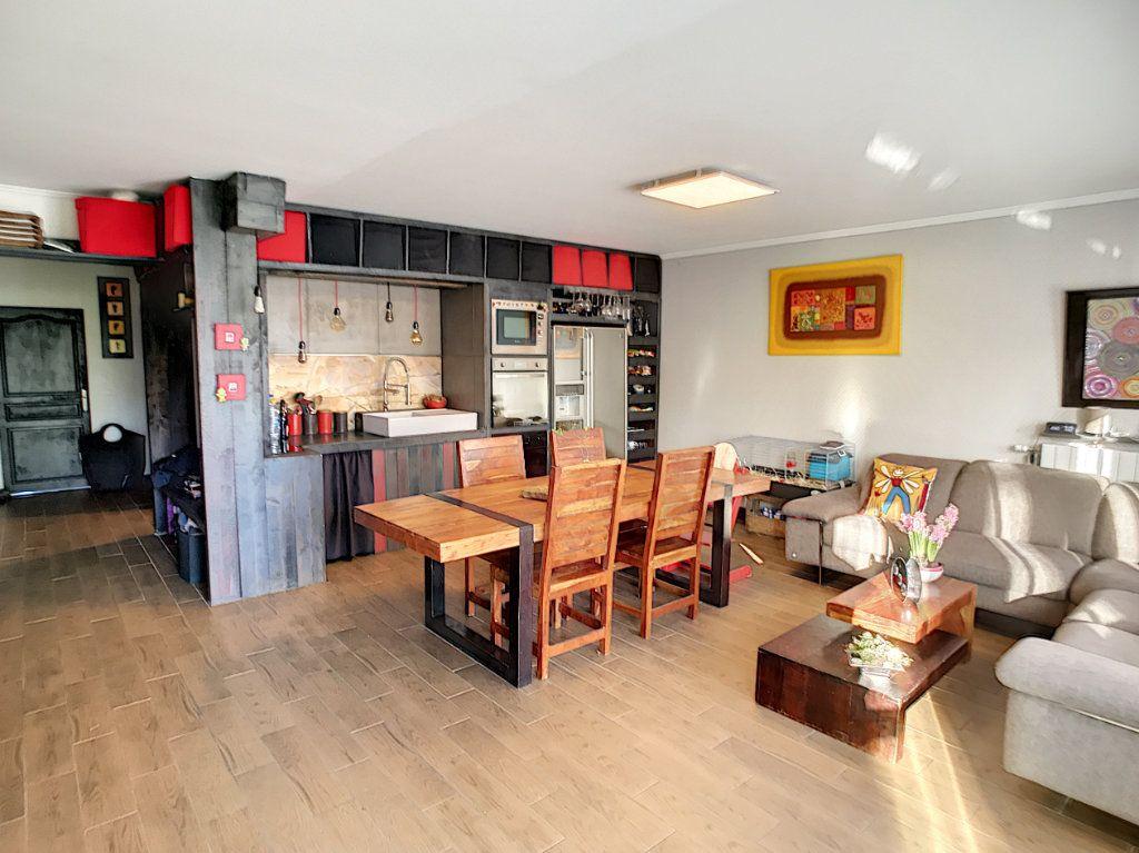 Appartement à vendre 4 90.59m2 à Lambersart vignette-1