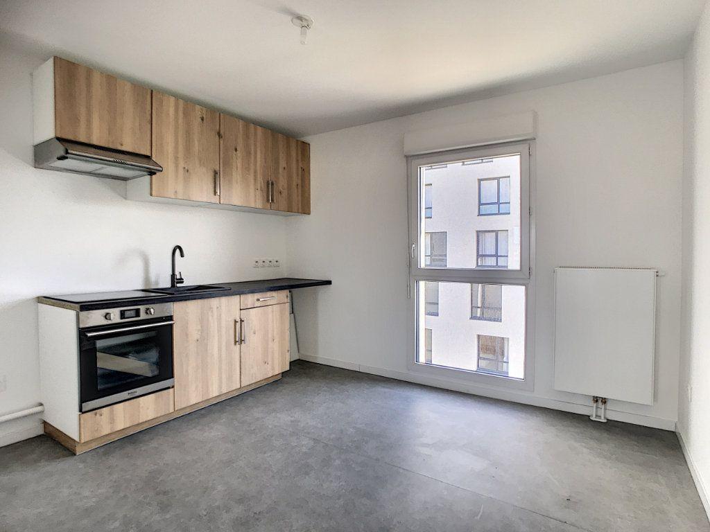 Appartement à louer 3 66m2 à Lille vignette-2