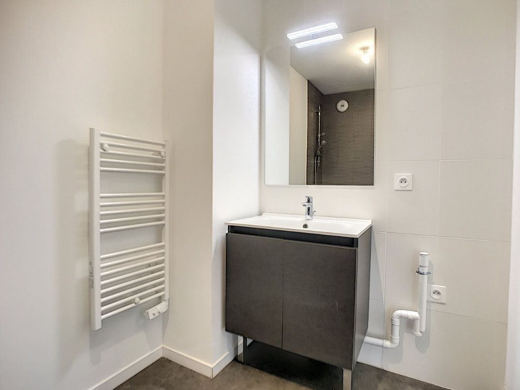 Appartement à louer 3 66m2 à Lille vignette-6