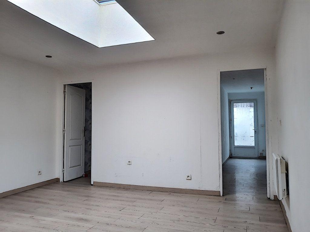 Immeuble à vendre 0 138m2 à Tourcoing vignette-1