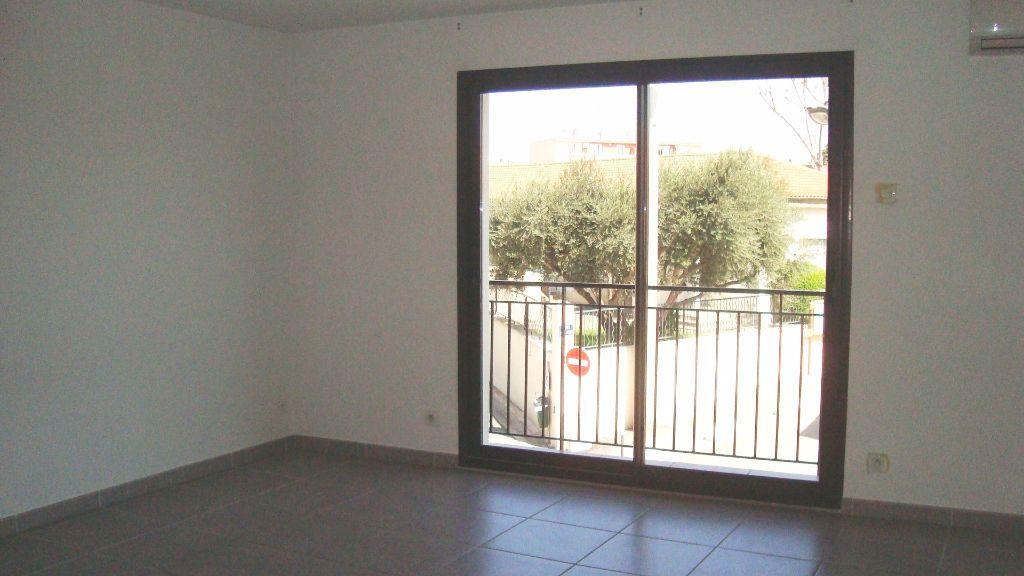 Appartement à louer 2 54.17m2 à Lunel vignette-2