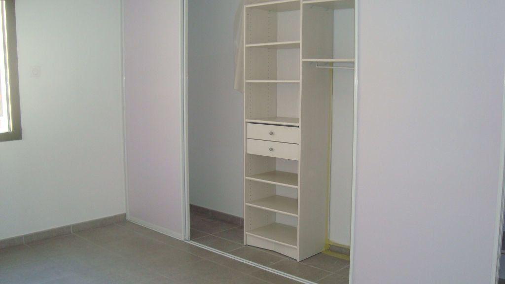 Appartement à louer 2 54.17m2 à Lunel vignette-4