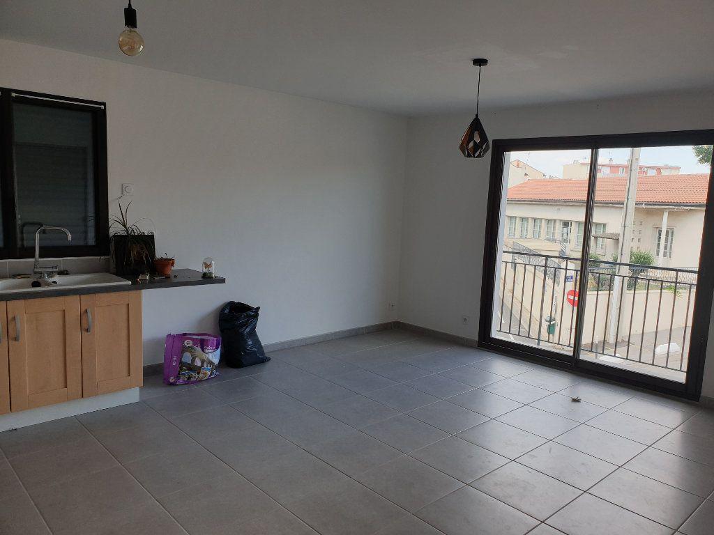 Appartement à louer 2 54.17m2 à Lunel vignette-7
