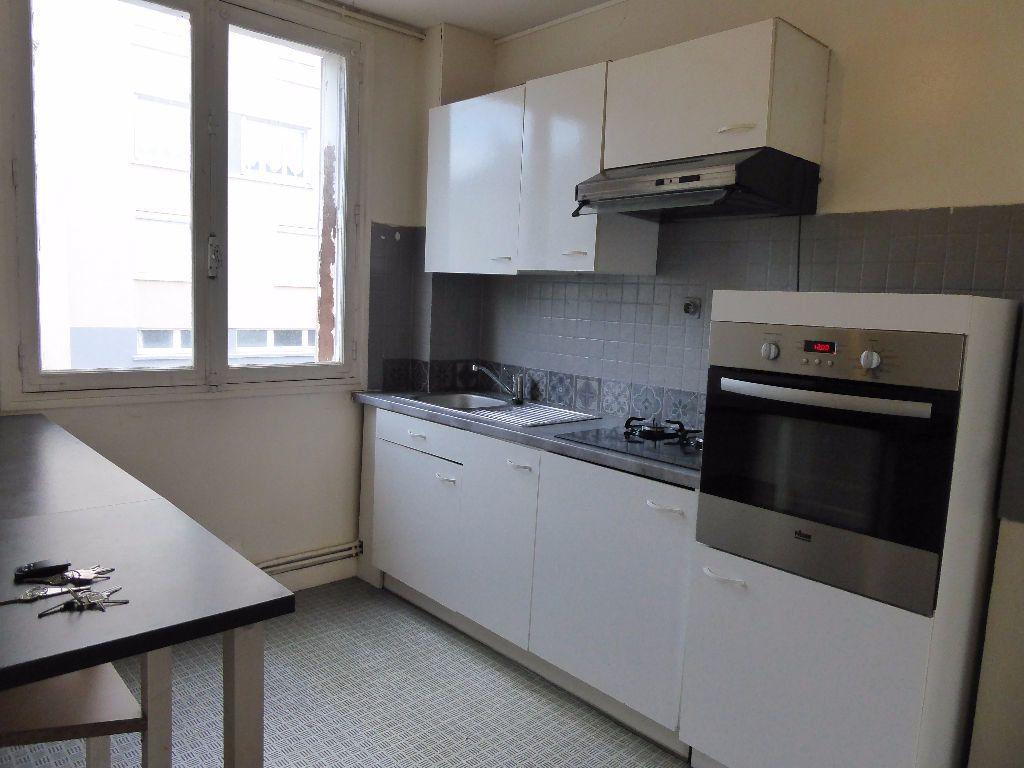 Appartement à louer 4 66.35m2 à Limoges vignette-1