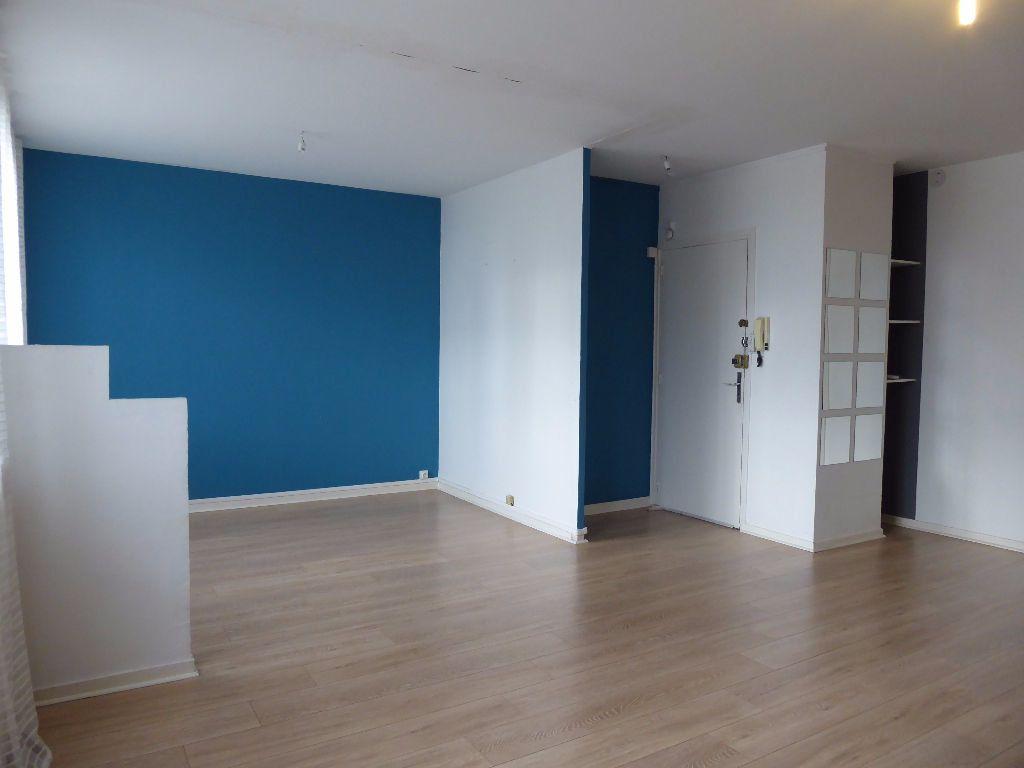 Appartement à louer 4 66.35m2 à Limoges vignette-2