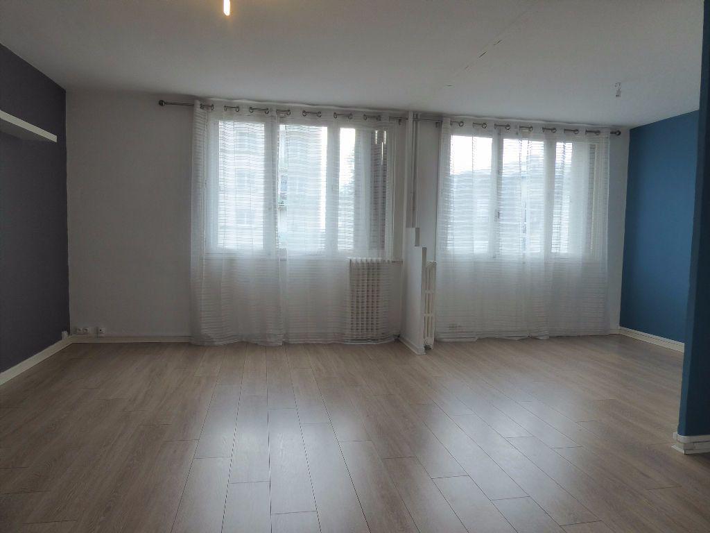 Appartement à louer 4 66.35m2 à Limoges vignette-3