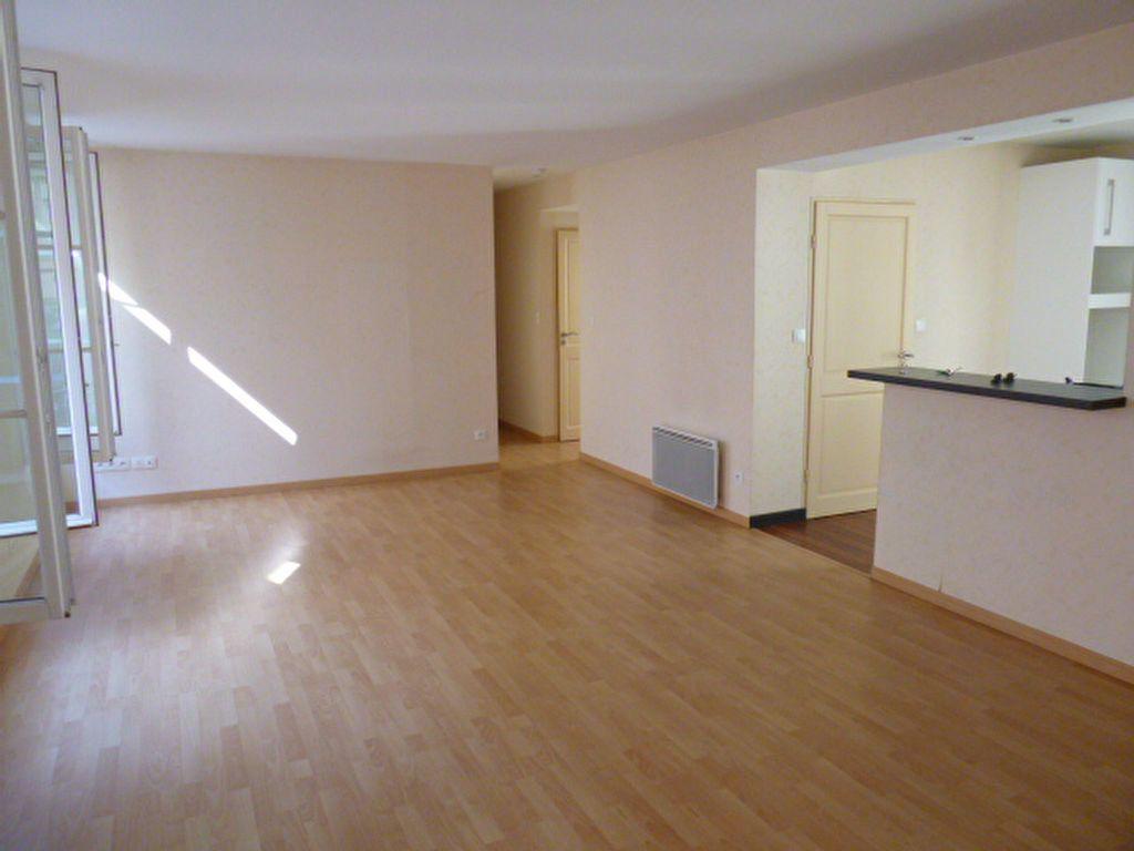 Appartement à louer 3 86.01m2 à Limoges vignette-3