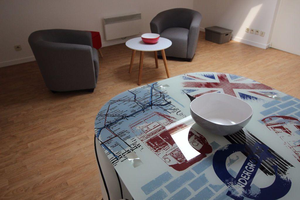 Appartement à louer 2 19m2 à Limoges vignette-2