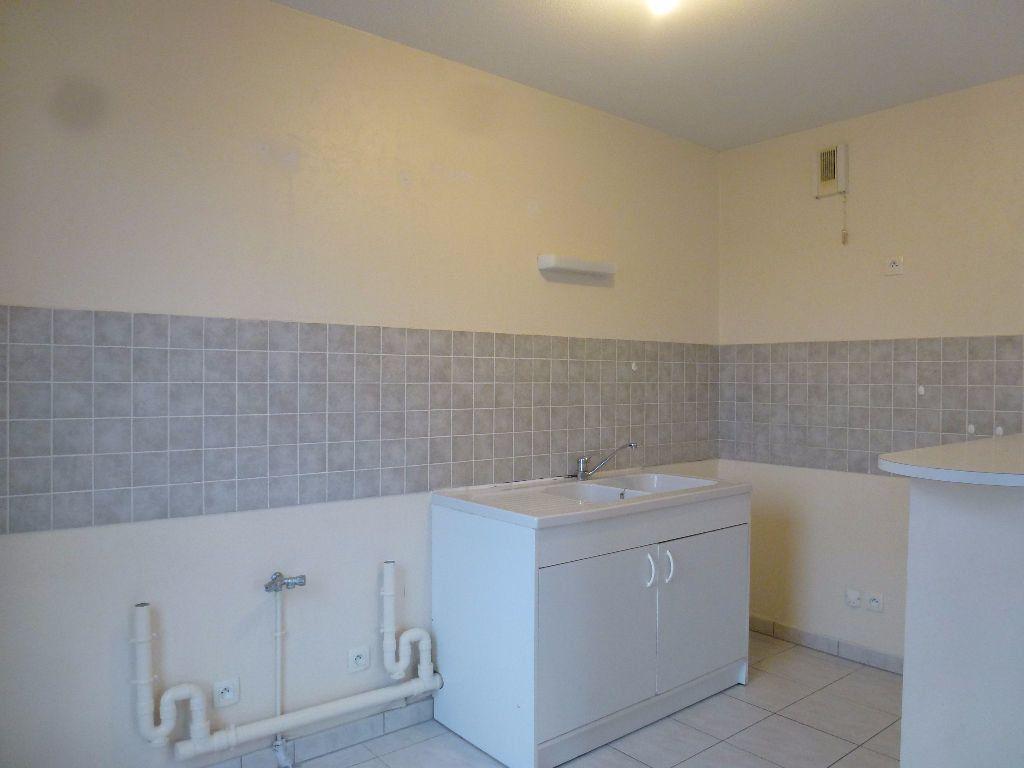 Appartement à louer 3 63.3m2 à Limoges vignette-3