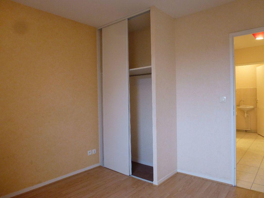 Appartement à louer 3 63.3m2 à Limoges vignette-7
